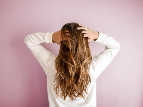 Remedios para el pelo graso con puntas secas