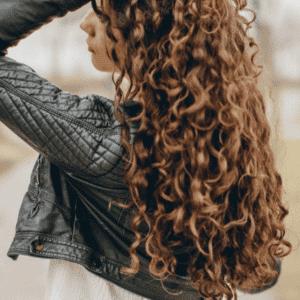 5 trucos para cuidar el pelo rizado encrespado con cosmética natural