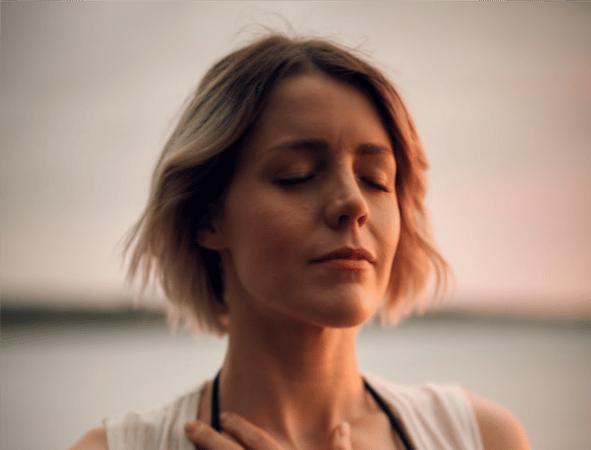 Yoga facial: los 5 ejercicios básicos para mejorar tu piel